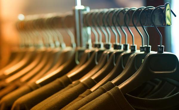 服の転売くっそ儲けられるわwwwwww