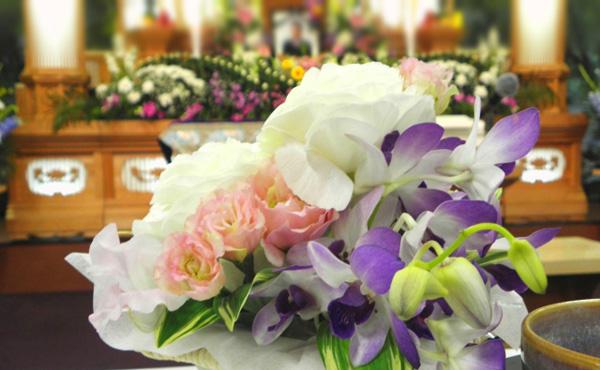 葬儀の平均費用 195万円」が怪しすぎる ぼったくられないようポイント3つ