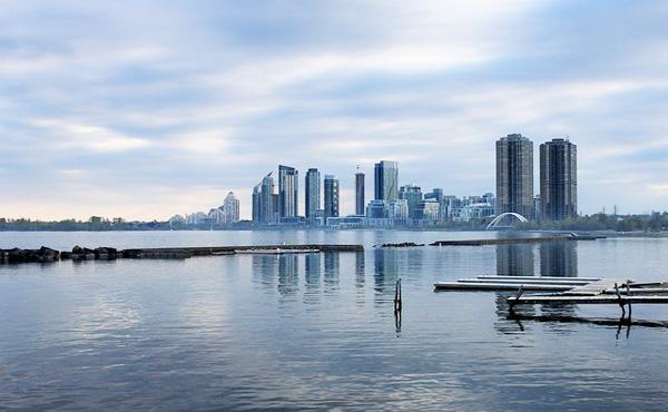 カナダ オンタリオ州の新政権 世界最大規模の「ベーシックインカム」実験を打ち切る