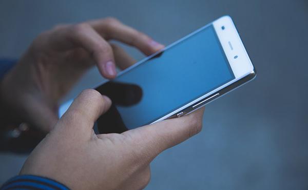 携帯料金、「4割値下げでもまだ高い」53.7%、浮いたお金は「貯蓄」が1位