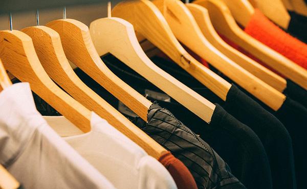 服に平気で1万円とか使えるお金持ちwwwwwwwwww