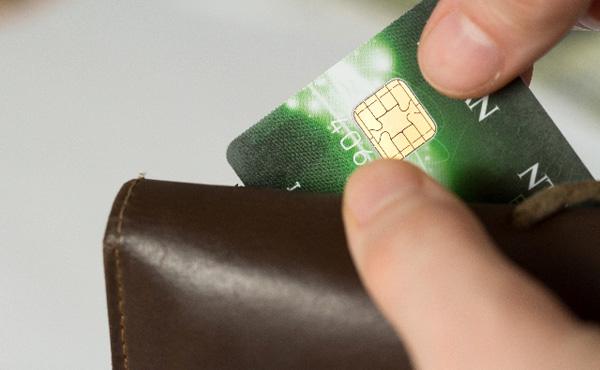ずっとクレジットカード持ってないやつをバカにしてきたが