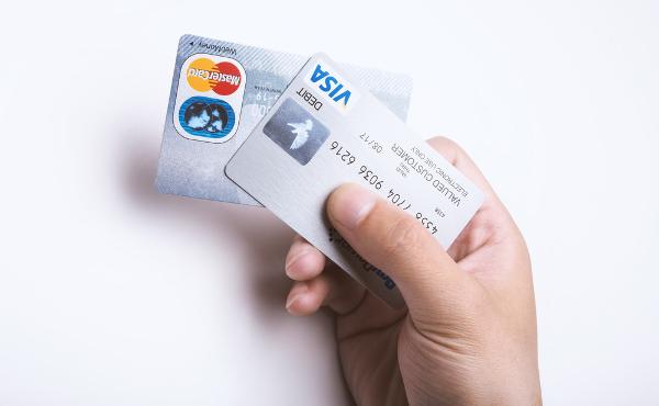 クレジットカードなんて1枚で十分だよね 何で何枚も作るの?