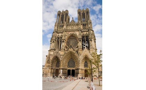 ノートルダム大聖堂、世界各地から1000億円の寄付