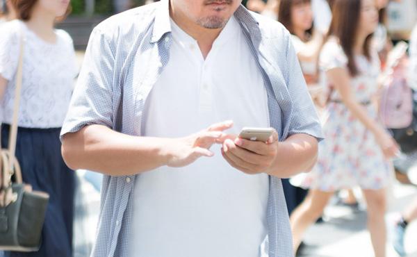 歩きスマホ罰金へ 10月より条例施行