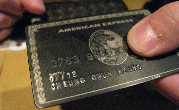 ブラックカードで支払いしたら店員の態度変わりすぎワロタwwwwww