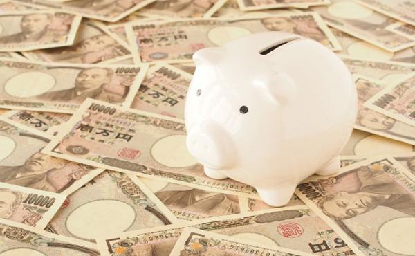 年収が低いから貯蓄できないはホント?年収別の貯蓄額
