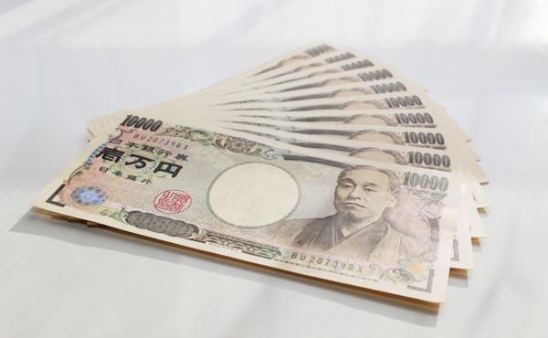 政府、10万円超の現金給付で調整
