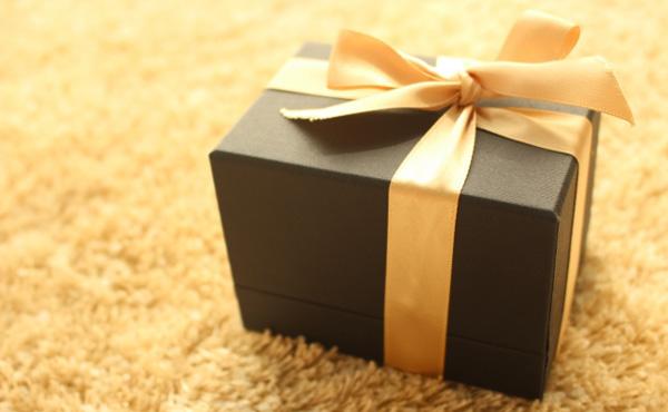 【画像】ふるさと納税の返礼品のロイズの詰め合わせが届いた