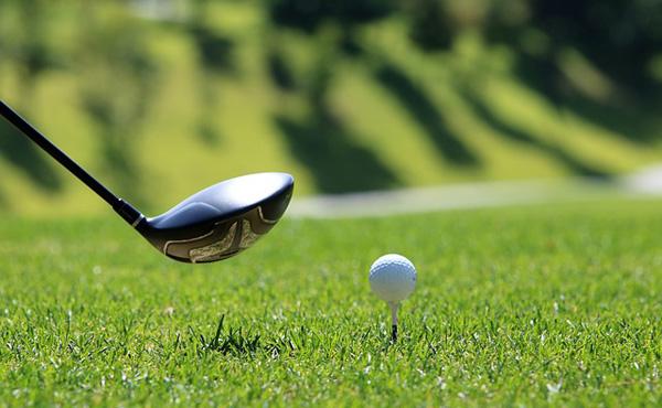 上司「ゴルフやれ」ワイ「嫌です…」上司「道具貸すから」ワイ「じゃあ…」
