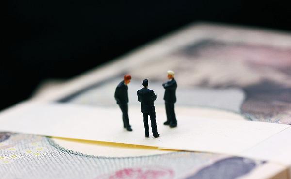 国家公務員に冬のボーナス支給、管理職を除く一般行政職(平均36・3歳)の平均支給額は70万4800円