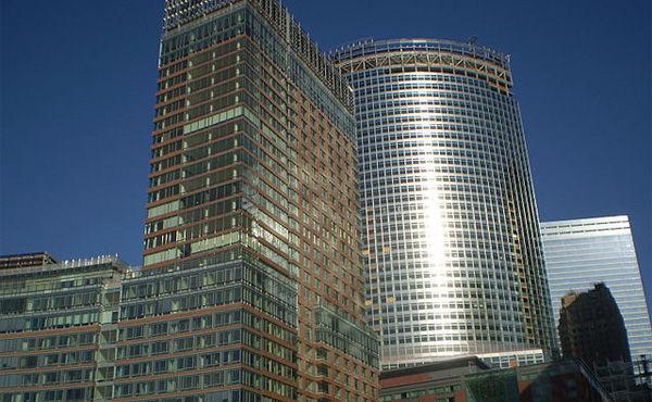 ゴールドマン・サックス 世界の株式投資判断を「ニュートラル」に引き下げ、代わりに現金保有を勧めている