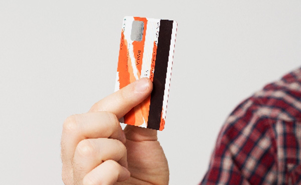 毎月10万円くらいクレジットカード使ってるはずなんだが、なぜだか毎月3万円しか引き落としされてない