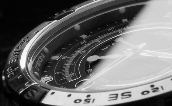 高い腕時計して銀行行ったら対応変わりすぎww