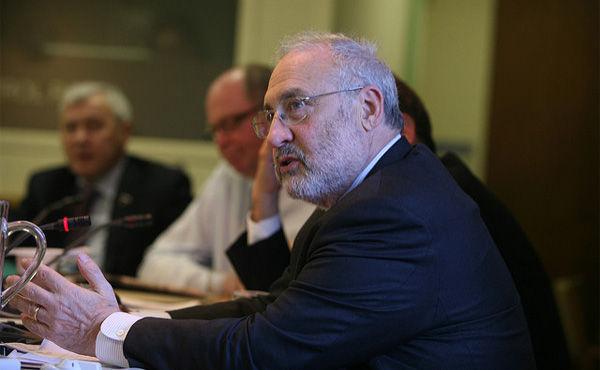 スティグリッツ氏「消費増税すべきでない」 国際経済分析会合