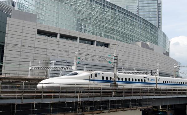 ワイ「東京→大阪間の料金はっと」夜行バス「4000円」飛行機「4000円」新幹線「