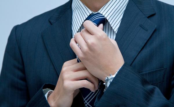 【悲報】ゆとりの若手社員が5万円のスーツを着てたことが判明