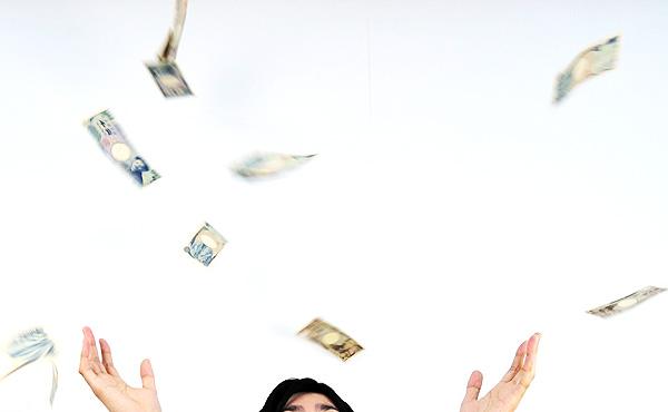 お金も、多く得たら、独り占めにしないで他人にばら撒かないとよい人間関係が構築できない