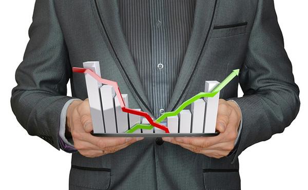 アマゾン「1年で株価2倍に大暴騰したぞ」楽天「1年で株価50%に急落したンゴ…ンゴ…」
