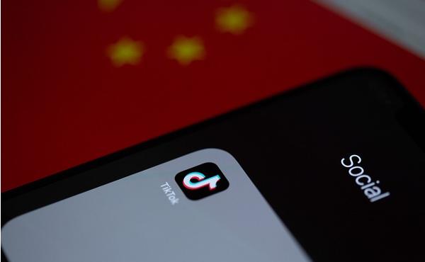 自民党、「TikTok」など中国産アプリの規制に動き出す