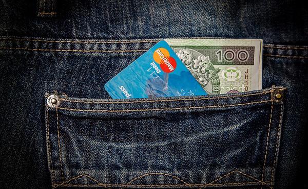 クレジットカードの限度額を貯金だと思って生活して奴wwwww