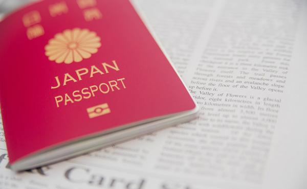 パスポートの手数料1万6000円は高すぎ 国の事業検証で批判相次ぐ