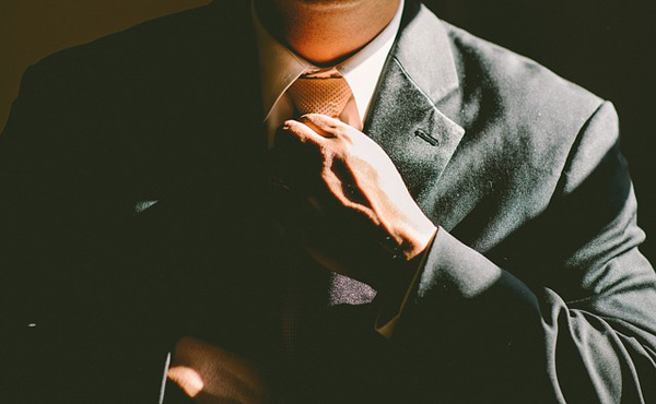 スーツ専門誌「3万で買える安物スーツを着ると仕事ができないと見られる」ワイ「ファッ!?」