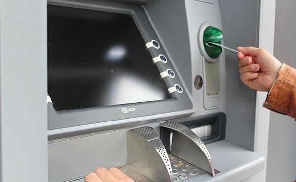【画像】銀行のミスで約600万円が振り込まれたシングルマザー、派手に使い込んだ結果www