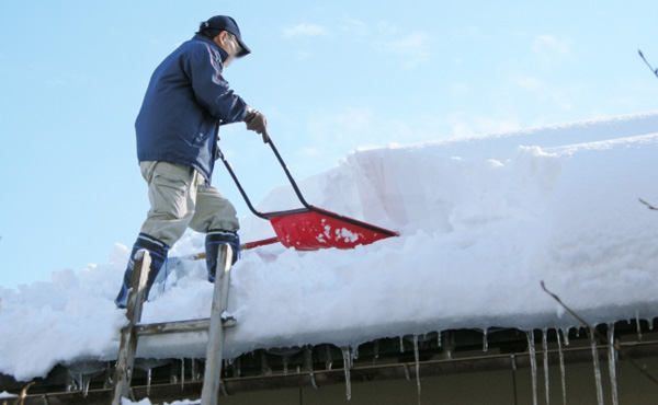 福島奥会津での雪下ろしがなんと27,000円 で体験できるぞ (1泊2日の場合は14,000円)