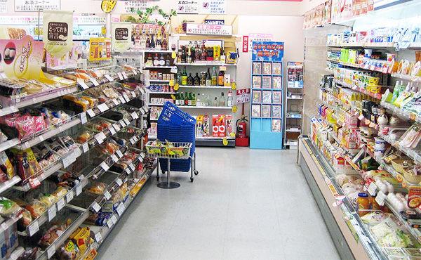 スーパーのほうが安いのにコンビニで買い物するやつが理解できない
