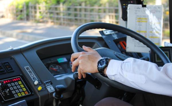 バス乗車中の俺「よし目的地に着いたからお金払うかー」運転手「お金は目的地につく前に用意しといてね」←これ反論できる?