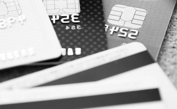 謎の勢力「貧困層はクレジットカード作れないから還元受けれない!」