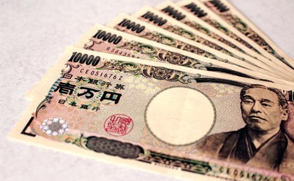 厚労省「日本人は月7万円もあれば生きていけるだろ」