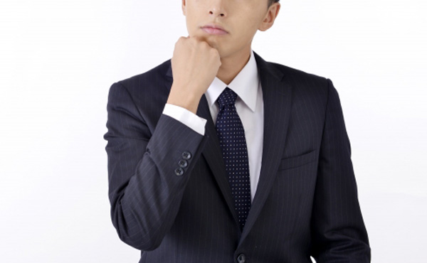 残業代が出ないのに残業させられるってリアルの世界であることなの?