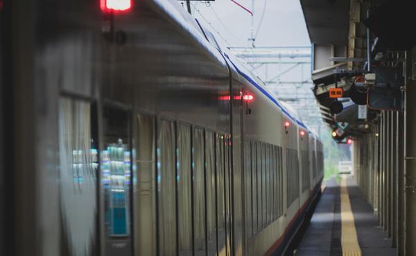 鉄道会社「増税するし10月から運賃値上げなw」←は?