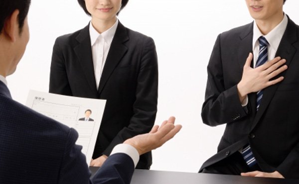 【調査】就活費用、10万円超え 4割はバイトで捻出