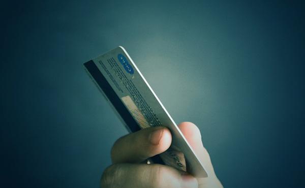 電車でクレジットカード拾ったンゴwwwww