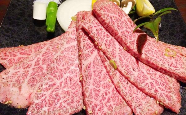 【画像】30万円の焼き肉弁当がすごい