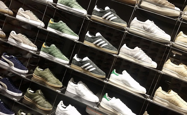 革靴だと高額なのは分かるがただのスニーカーに20000円も払いたくないだろ