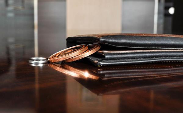 どうして二つ折り財布の人は長財布を使わないの?