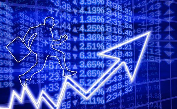 金融庁の報告書で投資への関心高まる。セミナーへの申し込みが急増