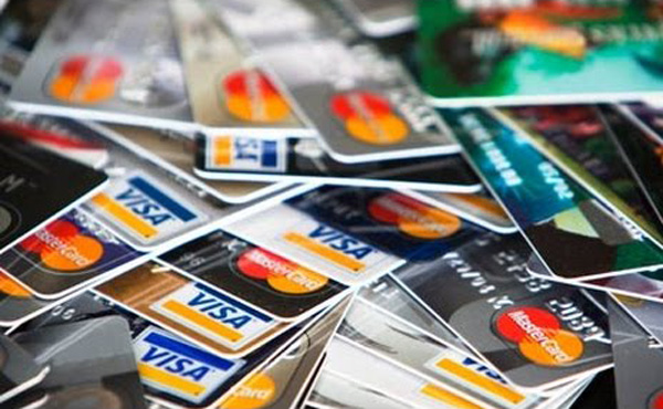 クレジットカード派が現金上回る 1万超~5万円の支払い 07年調査以来初めて
