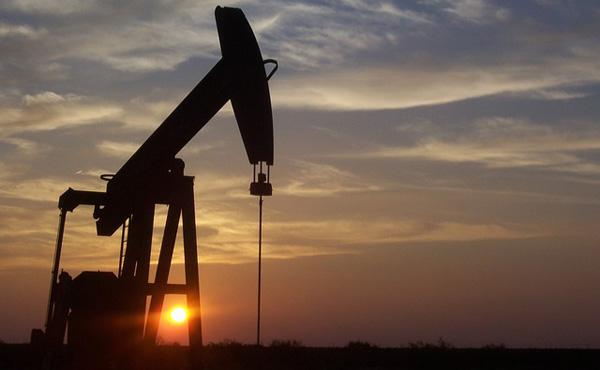 【原油100ドル予測】世界経済への影響は?
