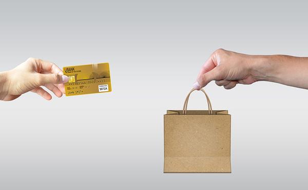 現金で支払うよりカードや電子マネーで支払った方がいいという風潮www