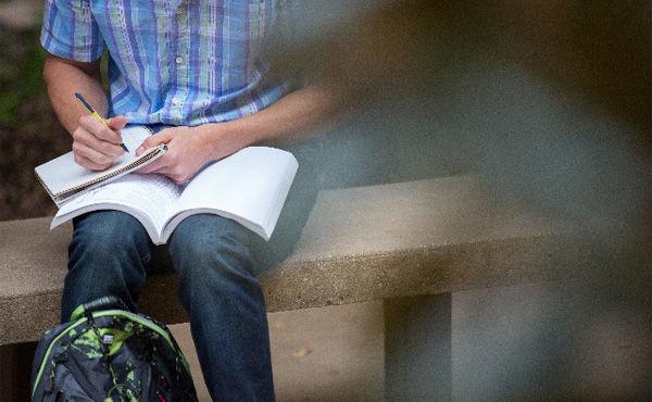 【社会】奨学金が若者の人生を潰す!大学卒業時に借金500万円、結婚や自宅購入の大きな障害に