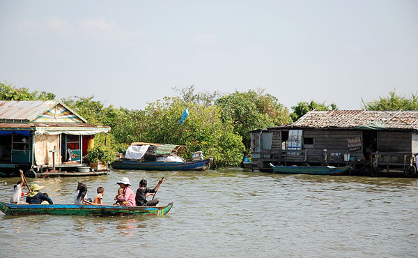 年金月10万円ならフィリピンとかタイあたりで楽勝で暮らせるよな?