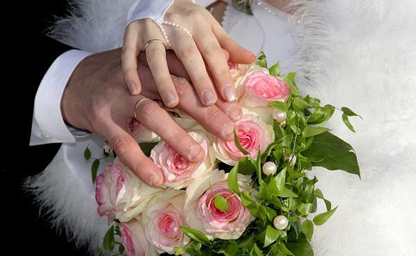 【悲報】ワイ、結婚式に200~300万円かかると聞いて驚愕する