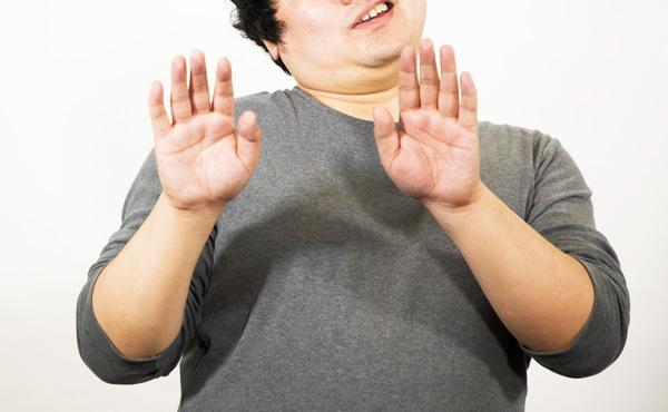 日本人「電子マネー?クレカ?めんどくさそうだしなんか怖い」