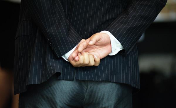 スルガ銀行創業家が保有株を売り抜けw