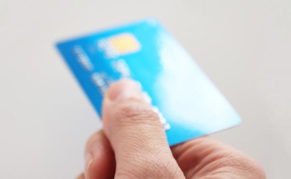 マナー講師「クレジットカードを使うときには、すみませんと謝罪するのがマナーです」
